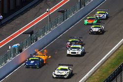 #116 ERC Sport Mercedes-AMG GT3: Lee Mowle, Yelmer Buurman, #11 TF Sport Aston Martin V12 Vantage: Mark Farmer, Nicki Thiim on fire