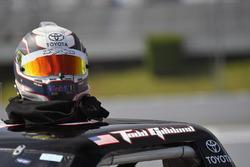 Todd Gilliland, Kyle Busch Motorsports, Toyota Tundra Mobil 1, helmet