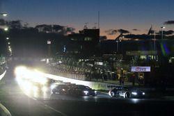 Старт гонки, лидирует экипаж №43: Аугусту Фарфус, Час Мостер и Марко Виттман, BMW Team Schnitzer, BM