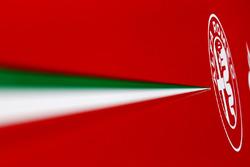 Logo Alfa Romeo sulla carrozzeria della Ferrari SF70H