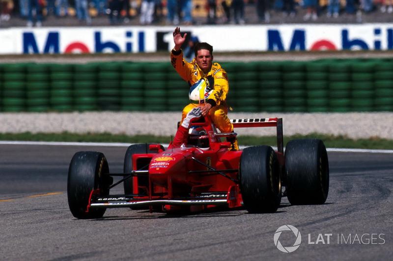 Hockenheim 1997 : Michael Schumacher (Ferrari) carica Giancarlo Fisichella (Jordan)