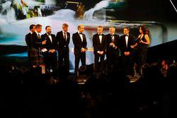 L'écurie Mercedes reçoit le trophée de la voiture de course de l'année