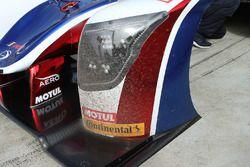 Sand debris on the United Autosports Ligier