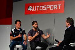 Britse GT racers Martin Plowman en Emmerdale acteur Kelvin Fletcher in gesprek met Henry Hope-Frost