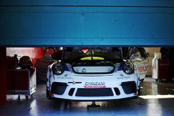 Porsche 911 GT3 Cup nel garage