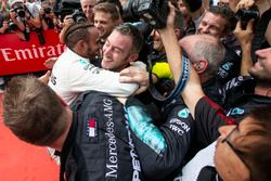 Lewis Hamilton, Mercedes-AMG F1 celebrates with team in parc ferme