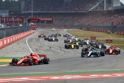 Sebastian Vettel, Ferrari SF71H, leads Valtteri Bottas, Mercedes AMG F1 W09, Kimi Raikkonen, Ferrari SF71H, Max Verstappen, Red Bull Racing RB14, Kevin Magnussen, Haas F1 Team VF-18, Nico Hulkenberg, Renault Sport F1 Team R.S. 18, and the rest of the field at the start
