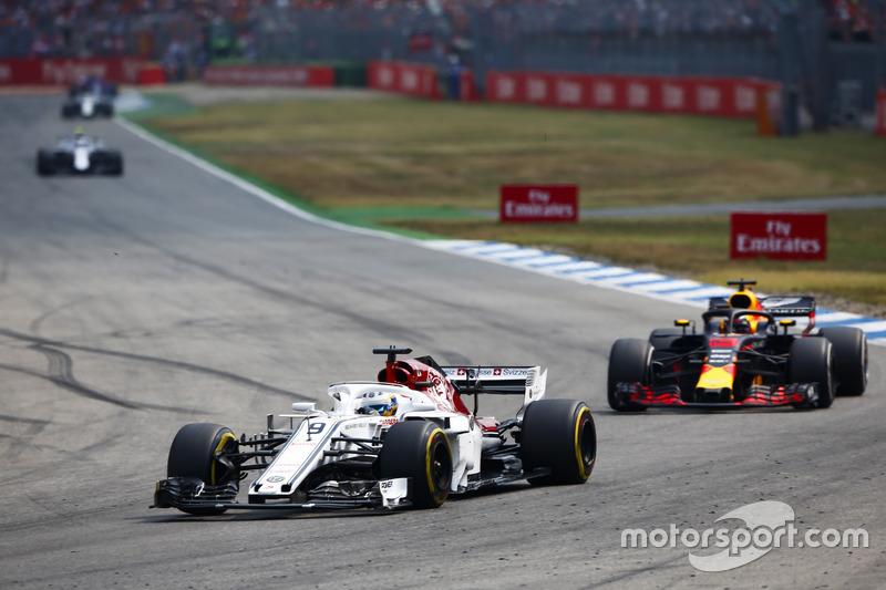 Marcus Ericsson, Sauber C37, leads Daniel Ricciardo, Red Bull Racing RB14