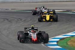 Kevin Magnussen, Haas F1 Team VF-18, leads Nico Hulkenberg, Renault Sport F1 Team R.S. 18, and Romain Grosjean, Haas F1 Team VF-18