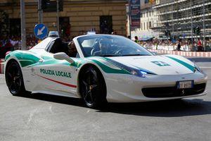 Une Ferrari de police
