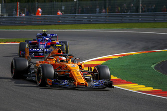 Lando Norris, McLaren MCL33 et Brendon Hartley, Scuderia Toro Rosso STR13