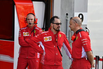 Ferrari mechanics and Jock Clear, Ferrari Chief Engineer