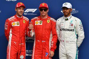 Sebastian Vettel, Ferrari, Kimi Raikkonen, Ferrari et Lewis Hamilton, Mercedes AMG F1 dans le Parc Fermé