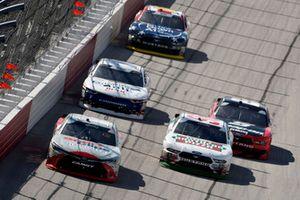 Denny Hamlin, Joe Gibbs Racing, Toyota Camry SportClips and Kevin Harvick, Biagi-DenBeste Racing, Ford Mustang Hunt Brothers Pizza Throwback