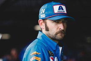William Byron, Hendrick Motorsports, Chevrolet Camaro AXALTA Throwback crew member