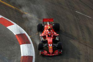 Kimi Raikkonen, Ferrari SF71H locks up