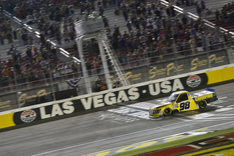 Grant Enfinger, ThorSport Racing, Ford F-150 takes the checkered flag