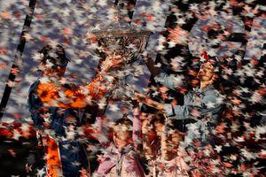 إحتفال سكوت ديكسون، غاناسي بفوزه ببطولة العالم