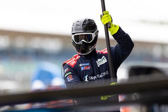 SMP Racing techneut aan het werk