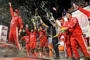 Ganador de la carrera Christopher Bell, Joe Gibbs Racing, Toyota Camry Rheem