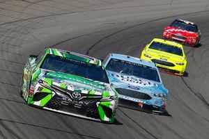 Kyle Busch, Joe Gibbs Racing, Toyota Camry Interstate Batteries, Kevin Harvick, Stewart-Haas Racing, Ford Fusion Busch Light / Mobil 1