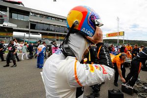 Fernando Alonso, McLaren, takes off his helmet on the grid
