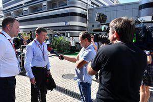 Dmitry Kozak, vice premier ministre de la Fédération de Russie, parle aux médias