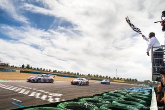 Damalı bayrak: 3. Ayhancan Güven, Porsche 911 GT3, Attempto Racing
