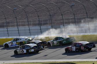 Tyler Reddick, JR Motorsports, Chevrolet Camaro Nationwide Children's wrecks