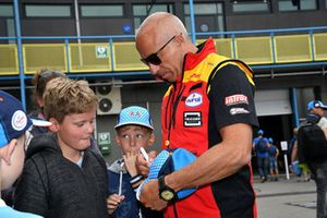 Tom Coronel signs autographs