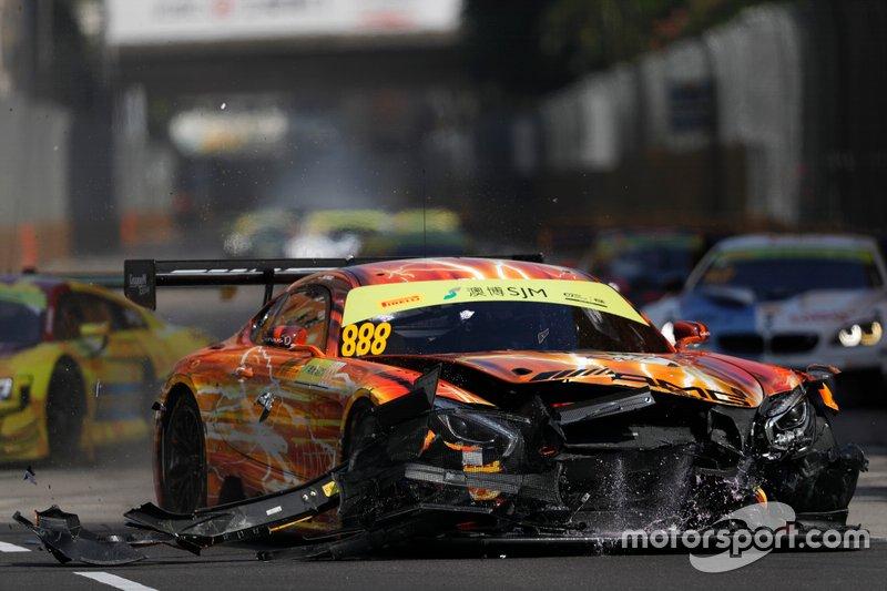 Mercedes AMG GT Маро Энгеля после аварии в гонке GT в Макао
