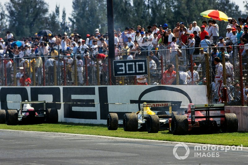 Nigel Mansell, Ferrari 640, Thierry Boutsen, Williams FW12C Renault, y un Arrows A11 Ford