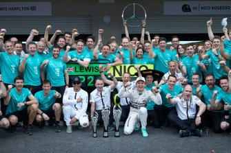 Lewis Hamilton, Mercedes AMG, 2nd Position, Paddy Lowe, Executive Director (Technical), Mercedes AMG, Nico Rosberg, Mercedes AMG, 1st Position, and the Mercedes team celebrate victory
