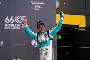 Подиум: обладатель третьего места Жан-Карл Вернэ, Leopard Racing Team Audi Sport