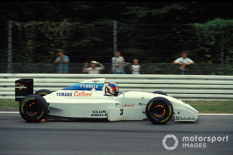 Ukyo Katayama, Tyrrell 022 Yamaha, with glowing brakes