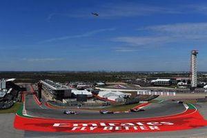 Antonio Giovinazzi, Alfa Romeo Racing C38, voor Lance Stroll, Racing Point RP19, en Sergio Perez, Racing Point RP19