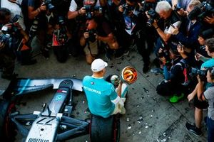 Valtteri Bottas, Mercedes AMG F1, 1e plaats, viert feest