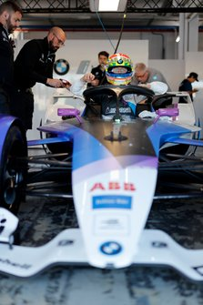 Alexander Sims, BMW I Andretti Motorsports entra nella sua BMW iFE.20