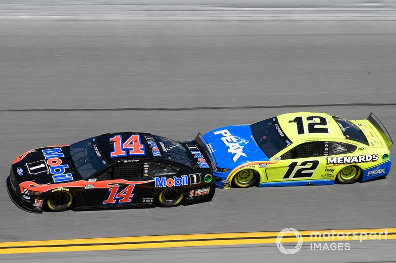 Clint Bowyer, Stewart-Haas Racing, Ford Mustang Mobil 1, Ryan Blaney, Team Penske, Ford Mustang Menards / Peak