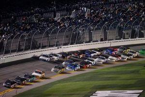 Riley Herbst, Kyle Busch Motorsports, Toyota Tundra Mobil 1, Christian Eckes, Kyle Busch Motorsports, Toyota Tundra Safelite AutoGlass, Johnny Sauter, ThorSport Racing, Ford F-150 Tenda