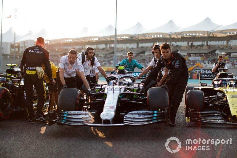 Lewis Hamilton, Mercedes AMG F1 W10, on the grid