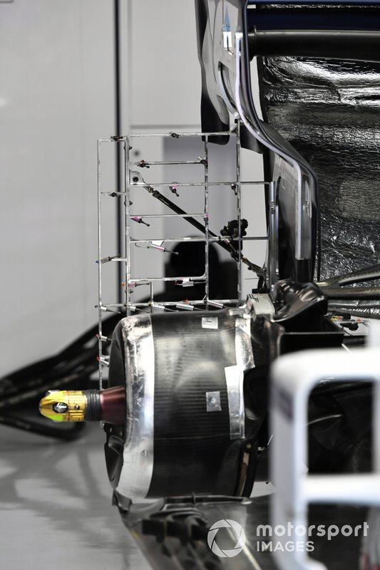 Rear wheel and rake detail on Pierre Gasly, AlphaTauri AT01