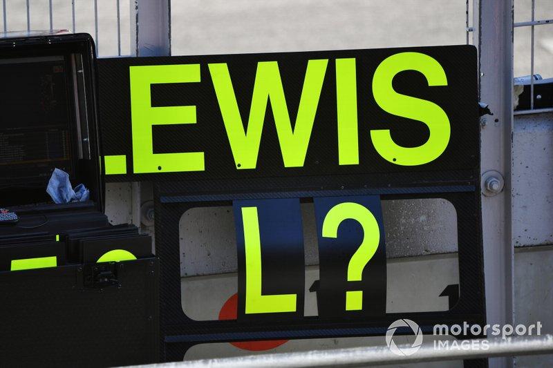 Pit board para Lewis Hamilton, Mercedes AMG F1