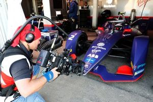 Sam Bird, Virgin Racing, Audi e-tron FE06 in garage