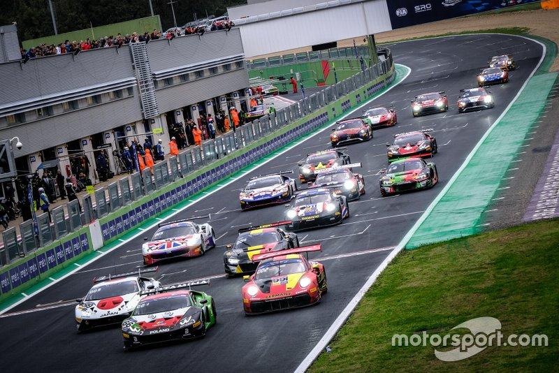 Partenza della gara GT nei Motorsport Games della FIA a Vallelunga