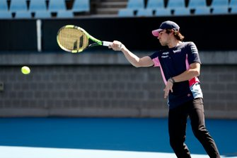 Lance Stroll, Racing Point, Lleyton Hewitt ile tenis oynuyor
