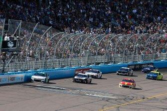 Chase Elliott, Hendrick Motorsports, Chevrolet Camaro Unifirst Kevin Harvick, Stewart-Haas Racing, Ford Mustang Jimmy John's Freaky Fast Rewards