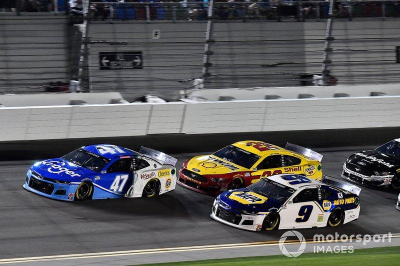 Ricky Stenhouse Jr., JTG Daugherty Racing, Chevrolet Camaro Kroger, Chase Elliott, Hendrick Motorsports, Chevrolet Camaro NAPA Auto Parts