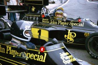 Jacky Ickx, Lotus, Ronnie Peterson, Lotus