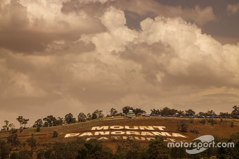 Mount Panorama atmosphere
